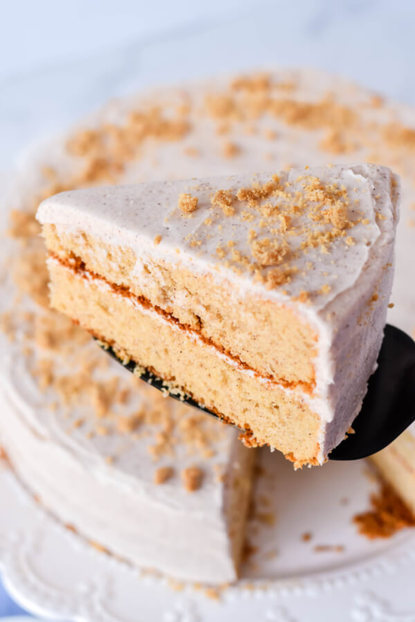 cake slice on spatula over whole cake