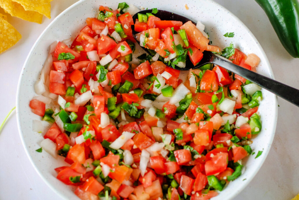 chopped tomatoes, peppers, onions, cilantro, lime juice in bowl