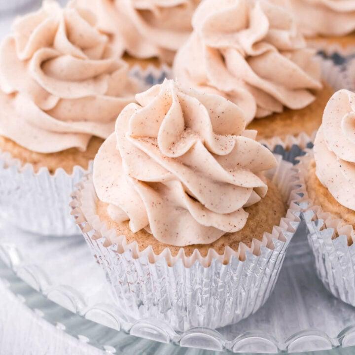 closeup of snickerdoodle cupcakes