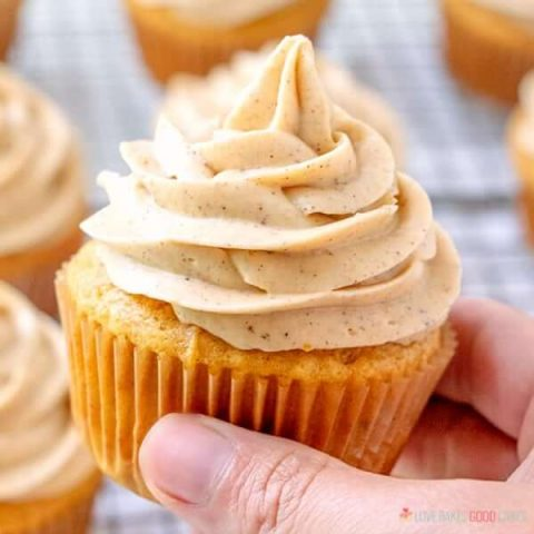 Pumpkin Cupcakes with Pumpkin Spice Cream Cheese Frosting - Full of pumpkin flavor and perfect for Fall baking!