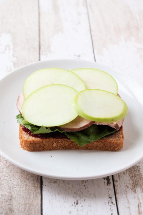 apple slices on turkey sandwich