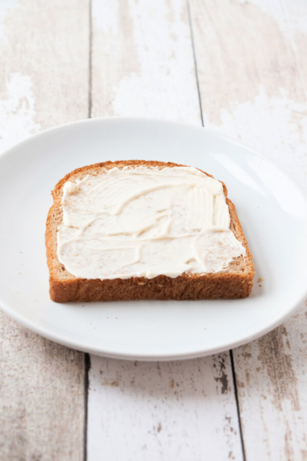 mayo on bread slice