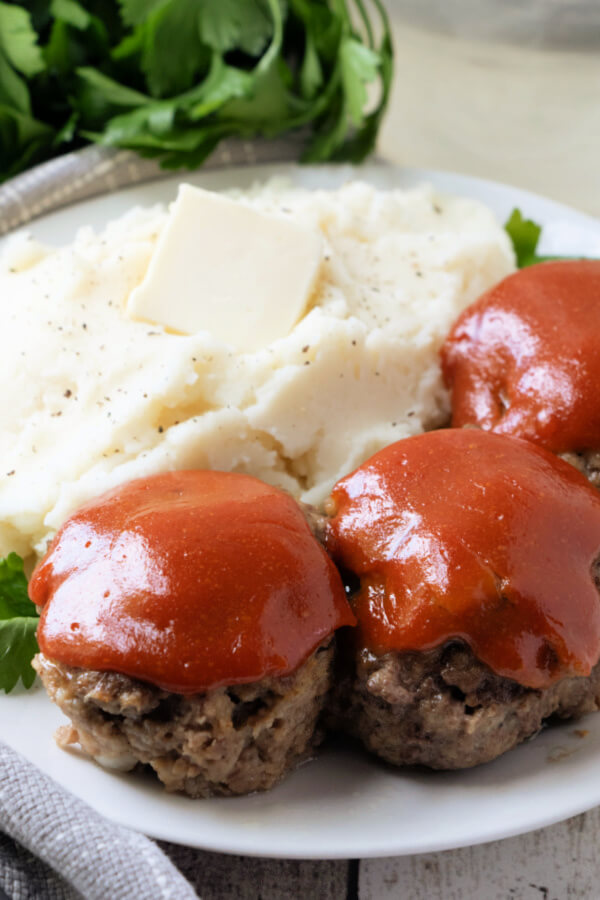 meatloaf muffins with mashed potatoes