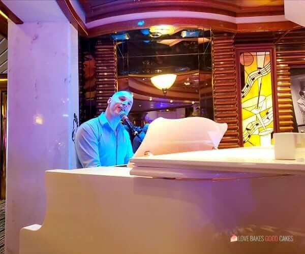 crooners bar