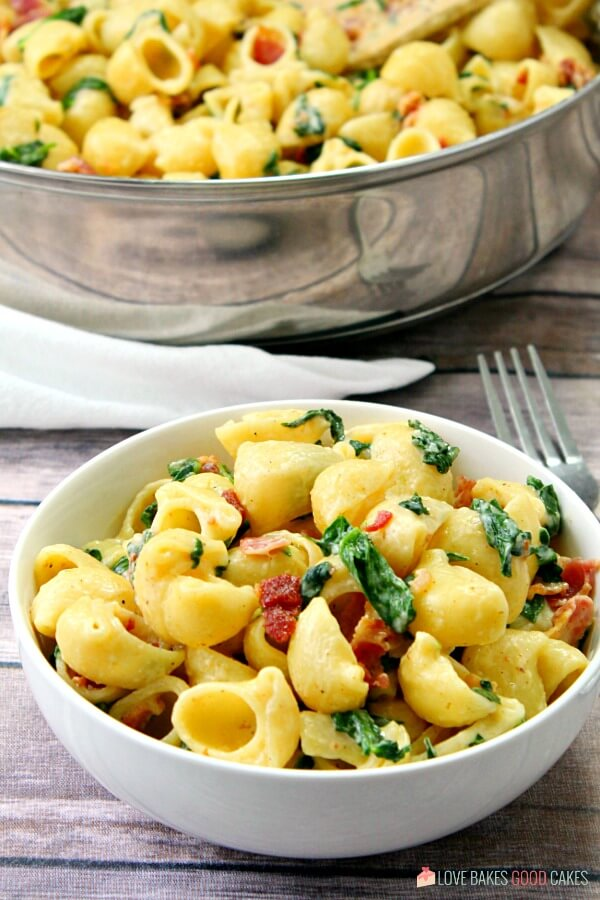 One Pot Creamy Bacon Spinach Pasta is a quick, easy, and flavorful weeknight meal. With just a few ingredients, dinner will be on the table in a jiffy!