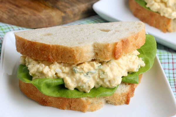 closeup egg salad sandwich on plate