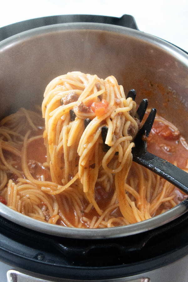 finished spaghetti on ladle