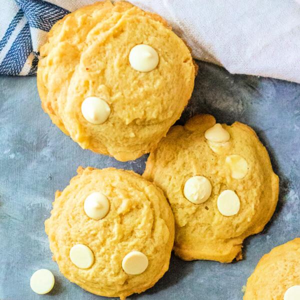 closeup of pudding cookies