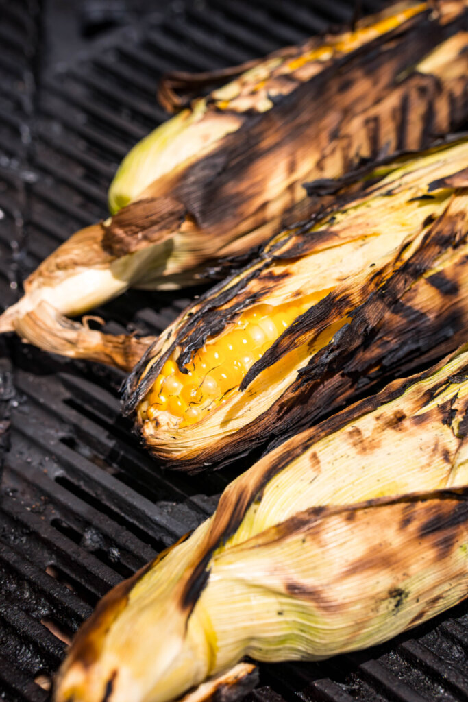 ears of corn on a grill