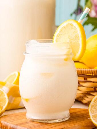 creamy lemonade in glass
