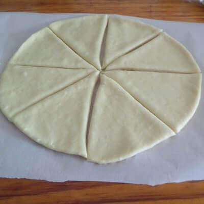 Cutting the raw dough into slices.